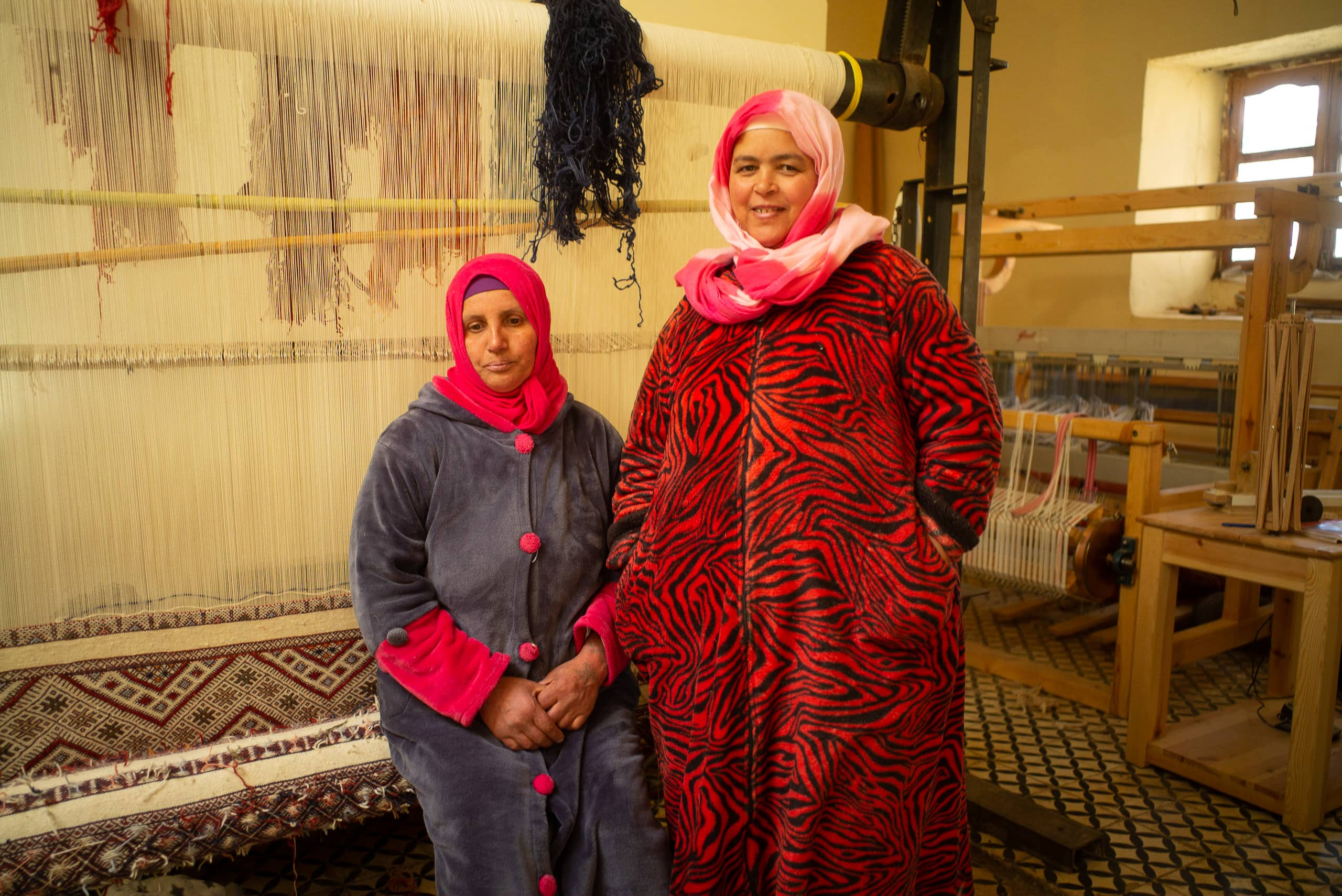 /img/pages/atlas-weavers/1/Weavers_Hjou_Amraoui_and_Fatima_Bel_Houssain.jpg