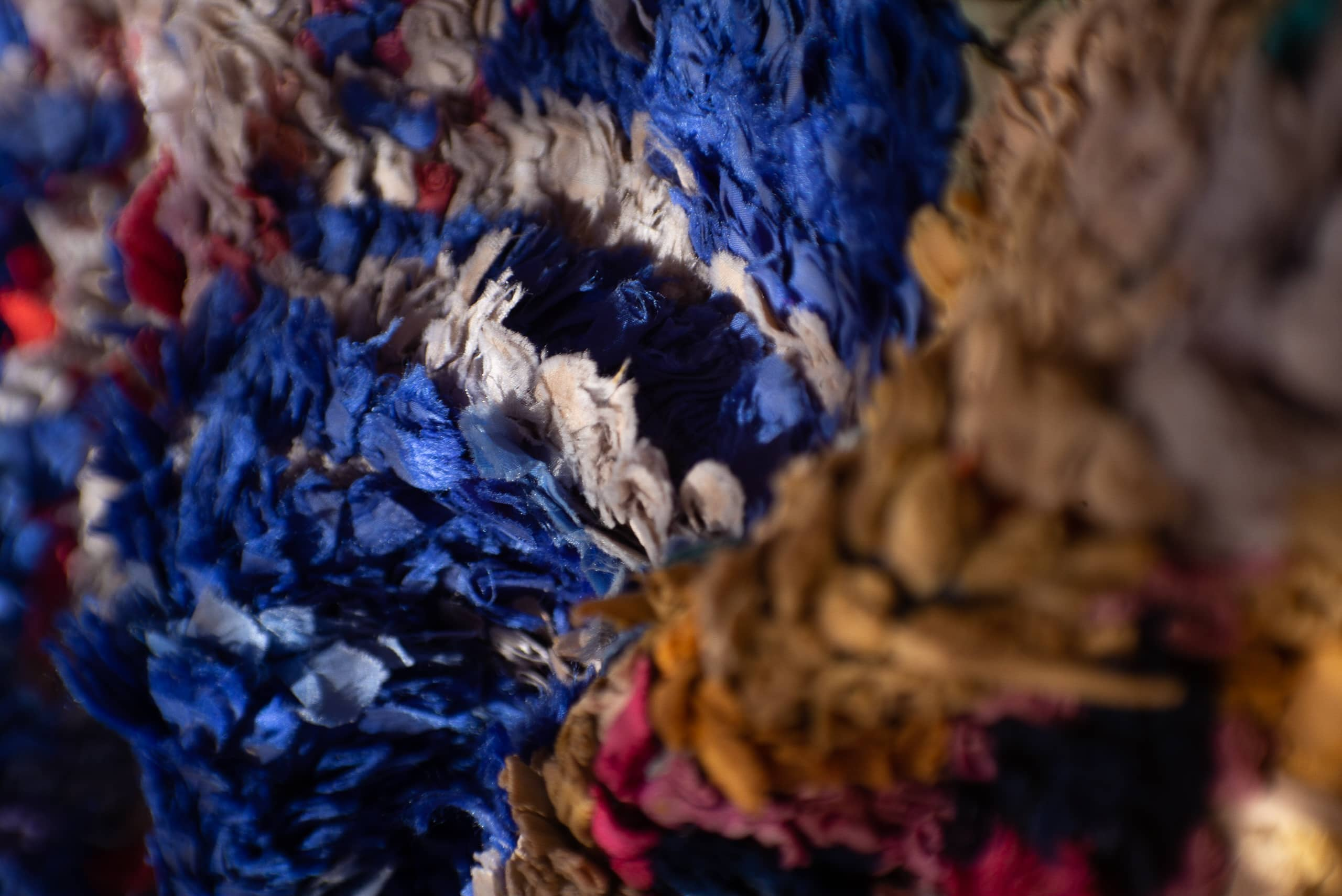 /img/pages/atlas-weavers/2/Close_up_of_a_Boucherouite_or_'scrap'_rug_made_out_of_leftover_fabric.jpg